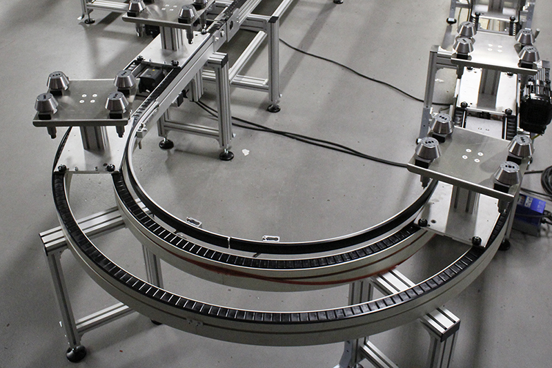 Pallet conveyor with 180 degree curve